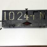 Altes Nummernschild aus Frankreich beleuchtet vor 1945
