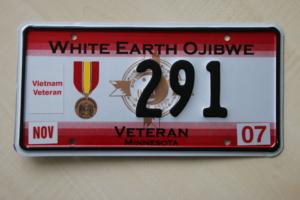 Nummernschild aus dem Indianer Reservat White Earth Ojibwe als Vietnam Veteran