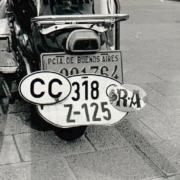 Motorroller mit Argentinen Nummernschild und Deutschen Zollschild und CC