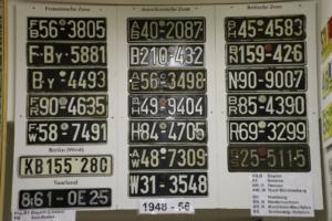 Kompletter Satz deutsche Nummernschilder aus der Besatzungszeit 1948 – 1956
