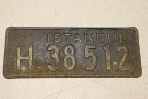 Altes türkisches Nummernschild aus Istanbul