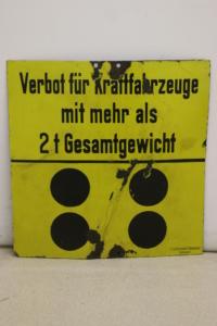 Deutsches Verbotsschild für Kraftfahrzeuge über 2 Tonnen von vor 1927
